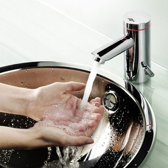 Das Händewaschen mit warmem Wasser muss dank dem Klein-Durchlauferhitzer
