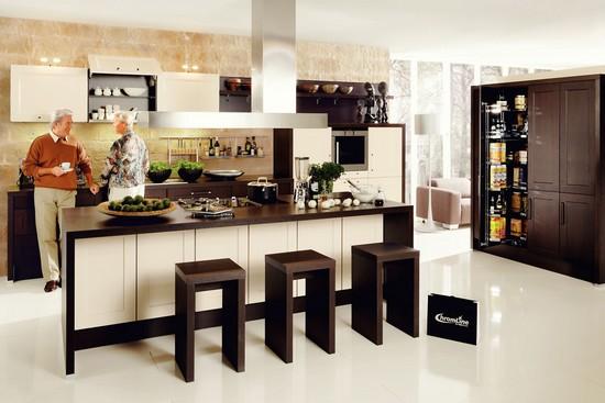 Eine offene Wohnküche ist besonders kommunikativ. Hier konzentriert sich das gesamte Familienleben.