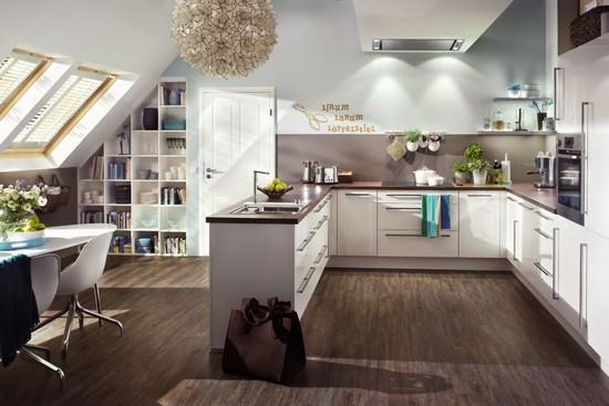 Selbst für eine gemütliche Küche ist Platz unter dem Dach - eine gute Planung vorausgesetzt.