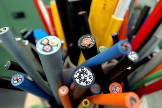 In der Elektroinstallation fürs Eigenheim sind nach europäischen  Normen nur Kupferkabel zugelassen. Foto: djd/DKI