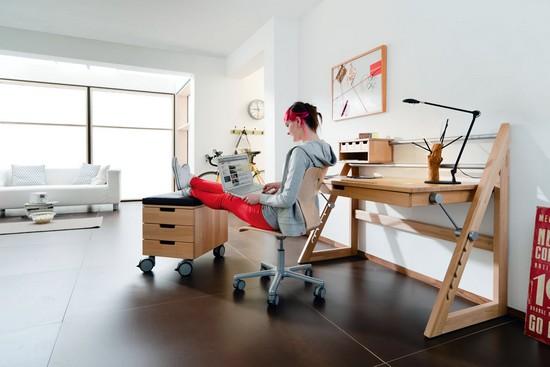 Vom ersten Schultag bis zum Studium passt sich der wandelbare Schreibtisch an jede Lebensphase problemlos an.