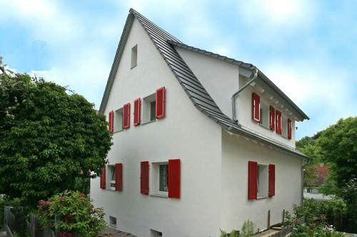 Rundum gut mit einer Hochleistungsdämmung eingepackt, wird auch ein  älteres Einfamilienhaus zum Energiesparmeister. Foto: djd/puren