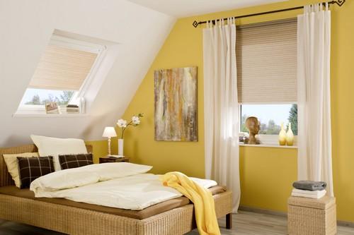 Der passende Fensterschmuck hält die Wärme im Raum und hilft somit beim Energiesparen. Foto: djd/JalouCity Heimtextilien