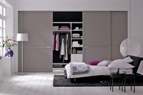 Stauraum hat man nie genug: Funktionale und ergonomisch sinnvoll gestaltete  Schrankeinbauten sind im Schlafzimmer besonders gefragt. Foto: djd/TopaTeam/Raumplus
