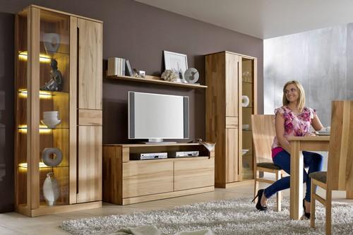 Praktisch und zugleich gemütlich - so stellen sich die meisten ihr Wohnzimmer und die passende Einrichtung vor.