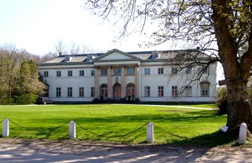 Herrenhaus des Gutes Knoop (1791/96). Dieser bedeutende Bau des  Klassizismus wurde von Axel Bundsen gebaut. Foto: UphoffHe