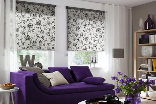 Schön und praktisch: Die Window Fashion in aktuellen Trendfarben und -designs dient zugleich als Sichtschutz. Foto: djd/JalouCity Heimtextilien
