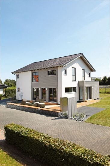 Ein Eigenheim in Holzfertigbauweise kann mit vielen Vorteilen wie einer wohngesunden  Bauqualität oder einem flexiblen Grundriss punkten. Foto: djd/Fingerhaus