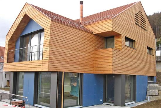 Architektonische Freiheit in Holz: Die Massiv-Holz-Mauer ist beliebt bei Bauherren und Architekten. Foto: djd/Massiv-Holz-Mauer/Haudenschild/Saxer Holzbau