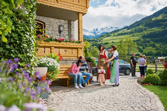 Herzlicher Empfang: In Osttirol wird Gastfreundschaft großgeschrieben! (Foto: epr/Osttirol Werbung/Martin Lugger)